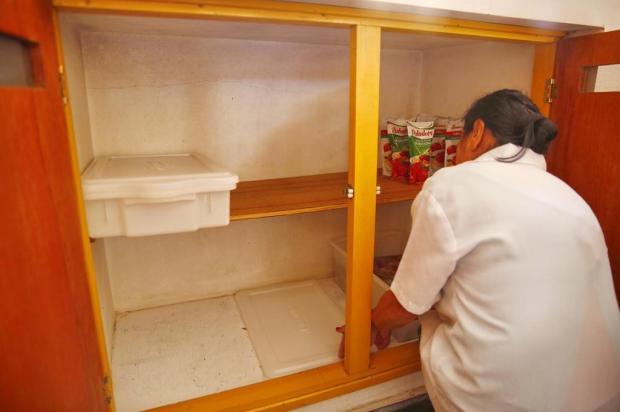 Com geladeiras e armários vazios, escola ainda não serviu merenda aos alunos neste ano Robinson Estrásulas/Agencia RBS