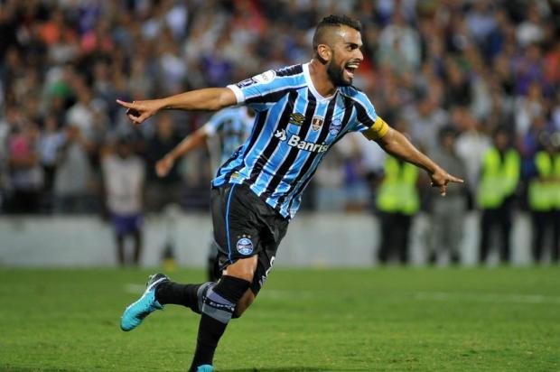 """Guerrinha: """"Tudo indica que o capitão Maicon será o novo cobrador de pênaltis do Grêmio"""" Dante FERNANDEZ/AFP"""