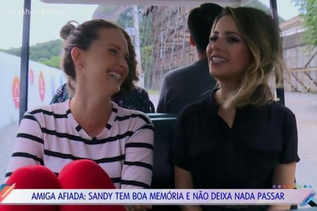 """""""Sonho da vida ser má"""", diz Sandy em visita a Fernanda Rodrigues no set de """"O Outro Lado do Paraíso"""" TV Globo/Divulgação"""