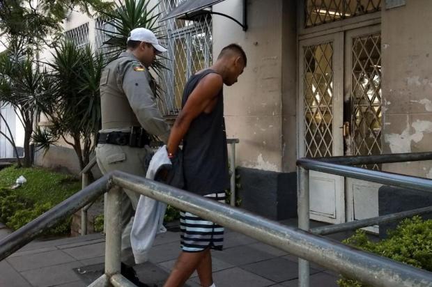 Motorista cadeirante do Uber é assaltado na Capital; BM procura bandidos em matagal Brigada Militar/Divulgação
