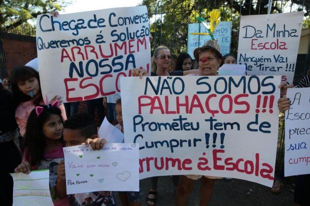 Cansada de promessas, comunidadeescolar faz protesto por reforma em colégio de Porto Alegre Tadeu Vilani/Agencia RBS