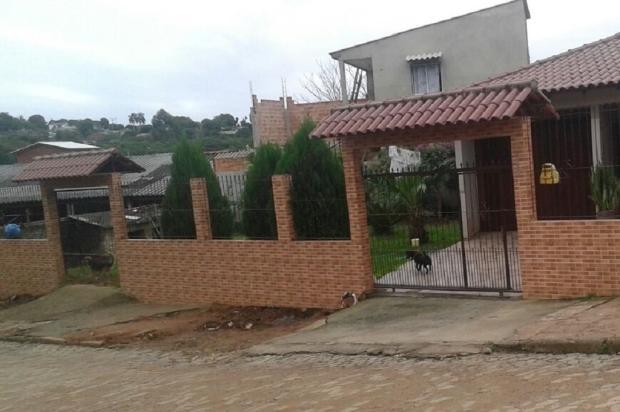 Prefeitura não cumpre promessa de conserto e rompimento de rede pluvial compromete muro de casa em Alvorada Arquivo Pessoal / Leitor/DG/Leitor/DG
