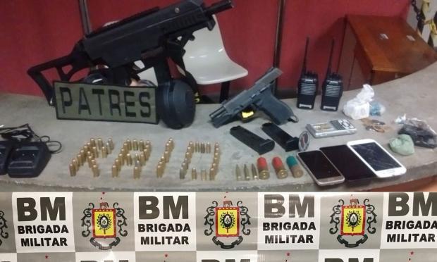 Adolescente de 15 anos é apreendido com submetralhadora em Porto Alegre Brigada Militar / Divulgação/Divulgação