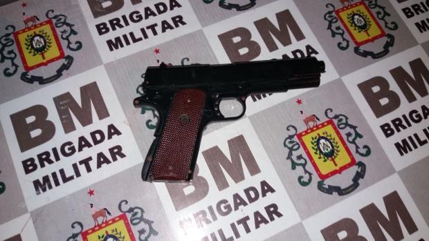 Dupla com arma de plástico é morta pela BM após perseguição em Porto Alegre Brigada Militar / Divulgação/Divulgação