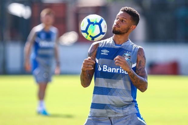 """Cacalo: """"Mesmo com reservas, temos chances de vencer"""" Lucas Uebel / Grêmio,Divulgação/Grêmio,Divulgação"""