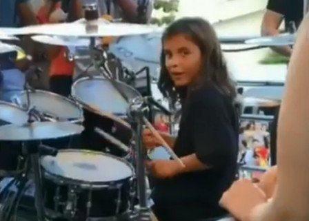 Filho de Ivete Sangalo encanta fãs ao tocar bateria em trio elétrico Reprodução / Instagram/Instagram
