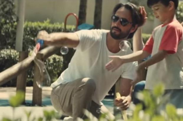 """Rodrigo Santoro e Marina Ruy Barbosa estrelam clipe de """"Ocean"""", nova música de Alok Reprodução/YouTube"""