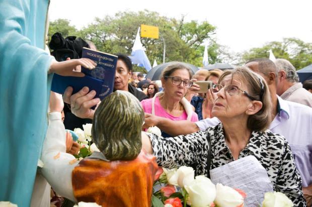 Devotos de Nossa Senhora do Trabalho participam da bênção das carteiras Andréa Graiz/Agencia RBS