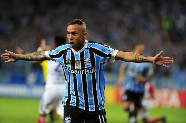 Com show de Everton, Grêmio goleia o Cerro Porteño e assume a liderança do Grupo A André Ávila/Agencia RBS