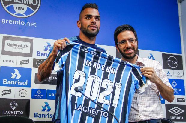 """Maicon renova com o Grêmio até 2021: """"Melhor momento da minha carreira"""" Lucas Uebel / Grêmio, Divulgação/Grêmio, Divulgação"""