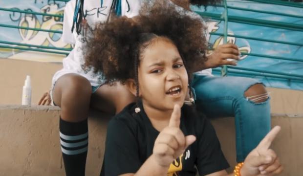 Elis MC: conheça a menina de seis anos que bomba nas redes com discurso contra o racismo YouTube / Reprodução/Reprodução