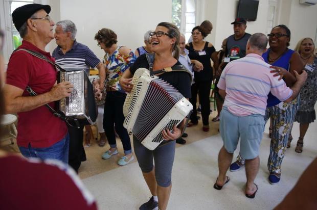 Veja como uma festa semanal em asilo da Capital tem elevado autoestima de idosos Robinson Estrásulas/Agencia RBS