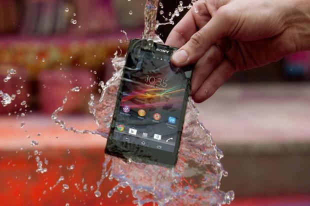 O smartphone caiu na água? Confira dicas para tentar salvá-lo antes de buscar a assistência Sony/Divulgação