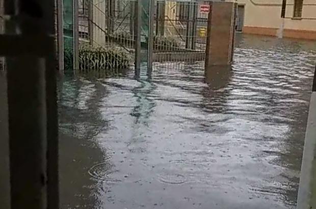 Escoamento ruim deixa rua debaixo d'água, em Pelotas Arquivo Pessoal / Leitor/DG/Leitor/DG