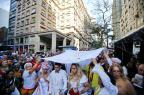 Multidão, buquê e babalorixá: como foi o casamento de uma mulher transexual na Esquina Democrática Félix Zucco/Agencia RBS