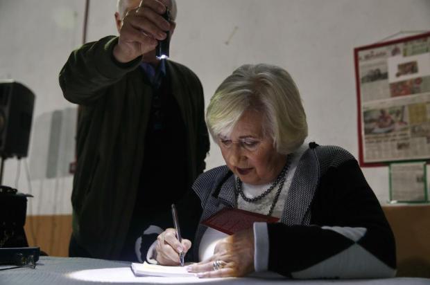 Aos 77 anos, refugiada da II Guerra realiza sonho de lançar livro com memórias André Ávila/Agencia RBS