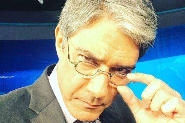 """William Bonner imita espectador no Jornal Nacional: """"Tenha vergonha na cara, político safado"""" Reprodução / Instagram/Instagram"""