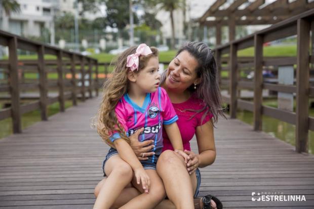 Falta de professor deixa aluna autista sem aula em escola de Porto Alegre Cris Bridi / Projeto Estrelinha/Projeto Estrelinha