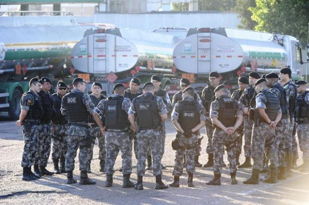 BM promete usar força caso manifestantes voltem a bloquear saída de caminhões na Refap Ronaldo Bernardi / Agência RBS/Agência RBS