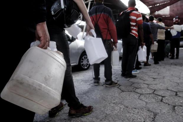 Uso de galões para abastecer não tem regras claras e oferece riscos aos consumidores Marco Favero/Diário Catarinense