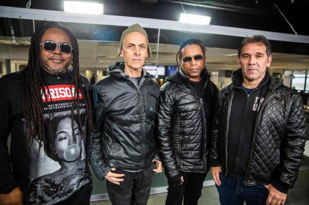 Em 25 anos de Papas da Língua, banda elege os 5 momentos mais marcantes da carreira Omar Freitas/Agencia RBS