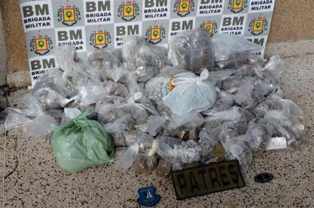 Brigada Militar apreende sacola com drogas que seria entregue em presídio Brigada Militar/Divulgação