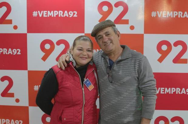 Casal da Restinga ganha carro zero na promoção da 92 Richard Medeiros/Agencia RBS
