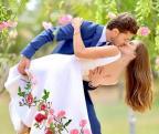 Camila Queiroz e Klebber Toledo se casam no civil /