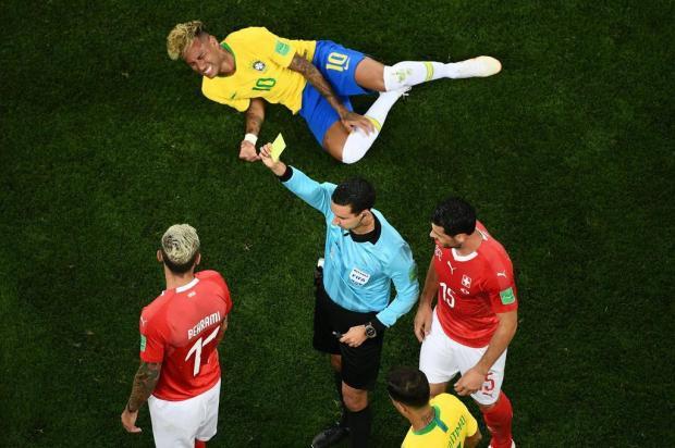 """Neto Fagundes: """"Quem vai decidir a Copa é o juiz"""" Jewel SAMAD/AFP"""