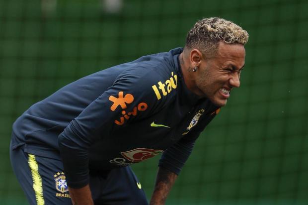 """Neto Fagundes: """"O que a Seleção precisa é de definição sobre as condições de Neymar"""" Adrian DENNIS/AFP"""