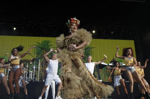 Anitta aparece vestida de Carmen Miranda no palco do Rock in Rio Lisboa Rock in Rio/Divulgação