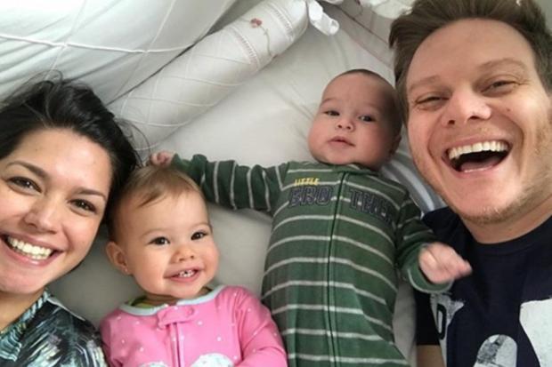 """Michel Teló diz que não planeja ter mais filhos: """"Estamos felizes com o casalzinho"""" Reprodução/"""
