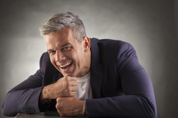 """Em publicação emocionada, Otaviano Costa se despede do """"Vídeo Show"""" Extra/Extra"""