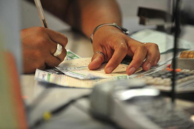 Mega Sena acumula e pode pagar R$ 6 milhões na próxima quarta Jefferson Botega/Agencia RBS