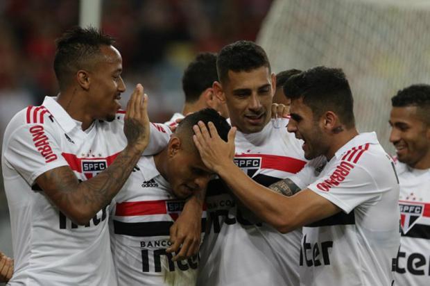 """Luciano Périco: """"Derrota do Flamengo para o São Paulo esquentou a briga pelo título"""" Rubens Chiri / São Paulo, Divulgação/São Paulo, Divulgação"""