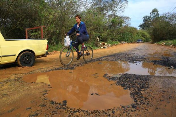 Estrada Passo do Nazário segue sem asfalto, na Região Metropolitana Tadeu Vilani/Agencia RBS
