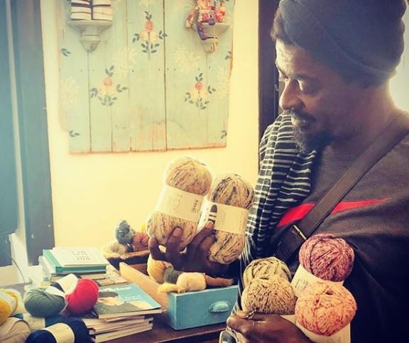 """""""Deixa eu tricotar"""": Seu Jorge cria conta no Instagram para postar novo hobby Reprodução / Instagram/Instagram"""