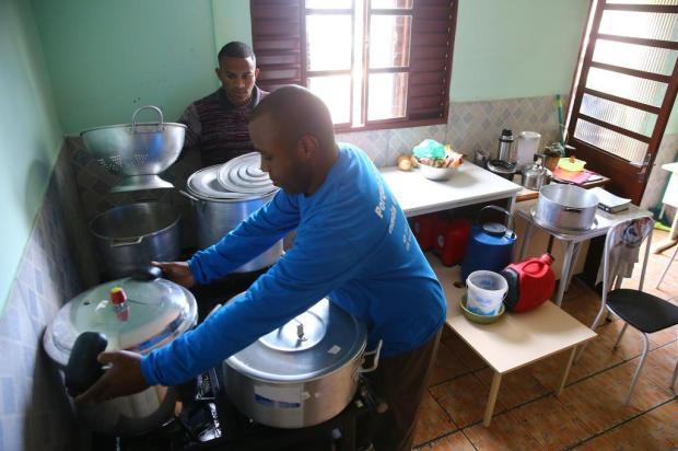 ONG fundada por ex-morador de rua precisa de doações para construir sede Lauro Alves/Agencia RBS