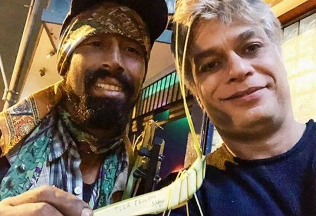 Fábio Assunção ajuda artista de rua a se comunicar com a mãe Reprodução / Instagram/Instagram