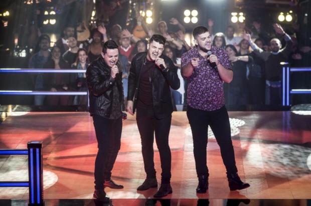 """""""The Voice Brasil"""": gaúcho vence duelo sertanejo emocionante em última noite de batalhas TV Globo/Divulgação"""