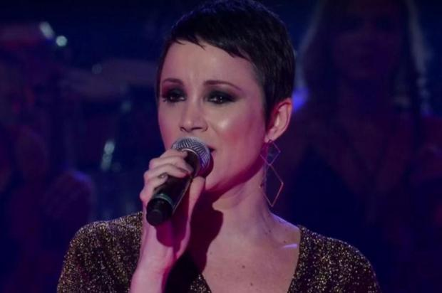 """""""The Voice Brasil"""": gaúcha canta clássico de Tom Jobim e passa de fase na primeira noite de tira-teima TV Globo/Reprodução"""
