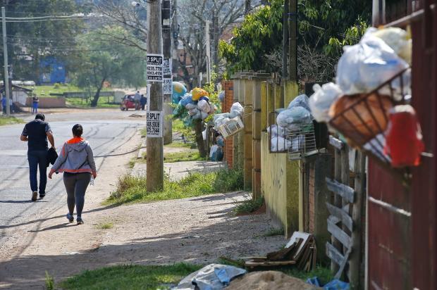 Coleta é interrompida em Alvorada e moradores reclamam do acúmulo de lixo nas ruas Félix Zucco / Agência RBS/Agência RBS