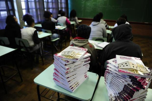 Alunos de escola da Restinga, em Porto Alegre, completam 26 semanas de cadernos vazios Ronaldo Bernardi/Agencia RBS