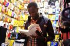 Projeto no Pop Center disponibiliza livros para comerciantes e frequentadores Mateus Bruxel/Agencia RBS