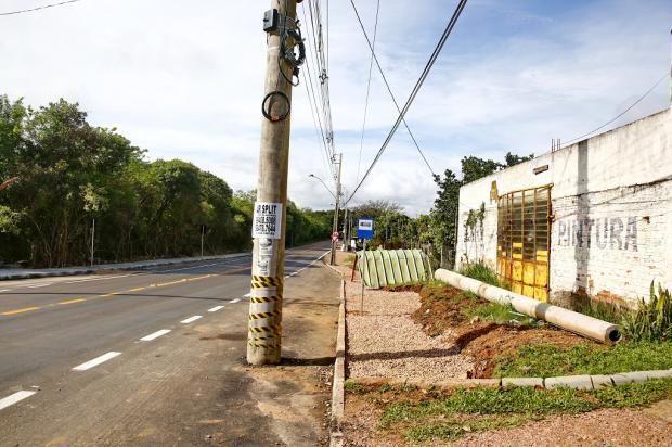 Avenida com poste no asfalto é sinalizada depois de reportagem do Diário Robinson Estrásulas / Agência RBS/Agência RBS