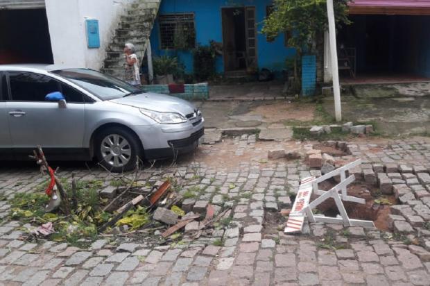 Depois de um ano de espera, prefeitura inicia conserto de buraqueira em rua da Restinga, em Porto Alegre Arquivo Pessoal / Leitor/DG/Leitor/DG