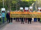 Moradores do IAPI protestam contra retirada de professores de educação física do Parque Alim Pedro, em Porto Alegre Arquivo Pessoal / Leitor/DG/Leitor/DG