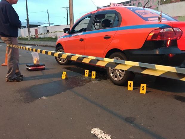 Homem morre após ser baleado em táxi na saída de festa em escola de samba Vitor Rosa / Agência RBS/Agência RBS