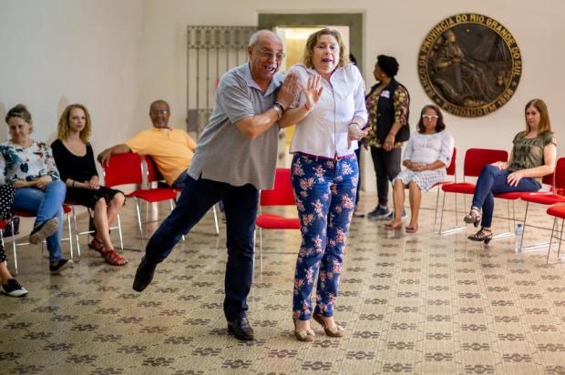 Grupo voltado para pessoas com mais de 50 anos oferece aulas gratuitas de teatro Omar Freitas/Agencia RBS