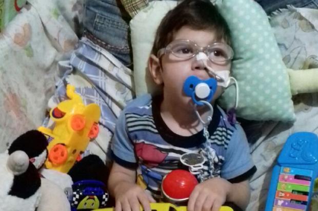 Família busca doações para adquirir cadeira adaptada para menino com paralisia, em Gravataí Arquivo Pessoal / Leitor/DG/Leitor/DG